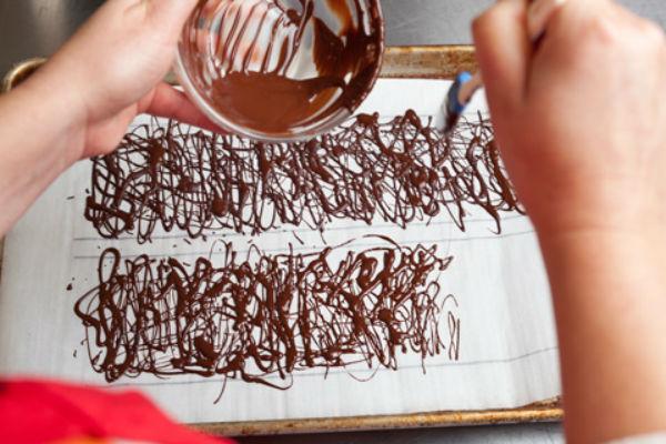 Украсить торт шоколадом своими руками в домашних условиях фото 112